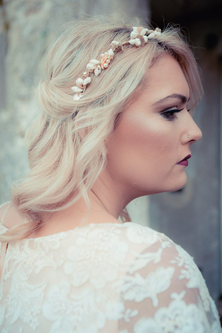 Botanical Vintage Northcourt Manor styled bridal photoshoot 2018. A close up of the bride's vintage head-dress, sourced by Botanical Vintage.